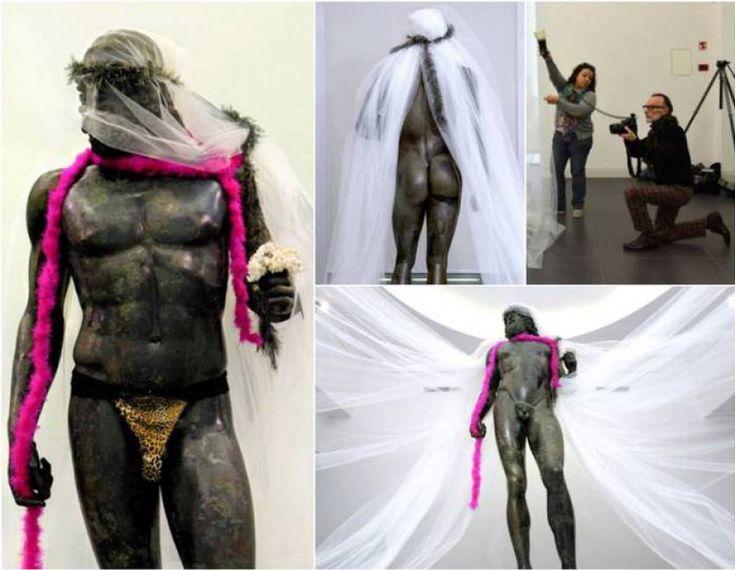 Grave che il personale del Museo di Reggio si sia prestato ad una cose del genere.