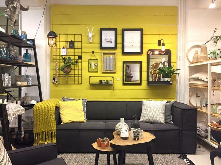 Wat een gave eyecatcher!! Wil jij de kleur English Yellow op je muur? Hij is er nu ook in de afschrobbare Wall Paint. De foto is gemaakt bij Maison et Moi in Roosendaal.