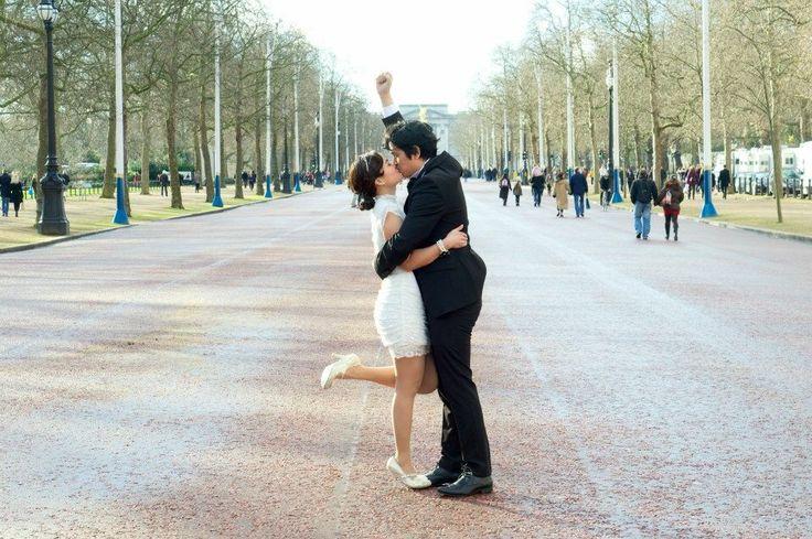 Buckingham Palace engagement shoot