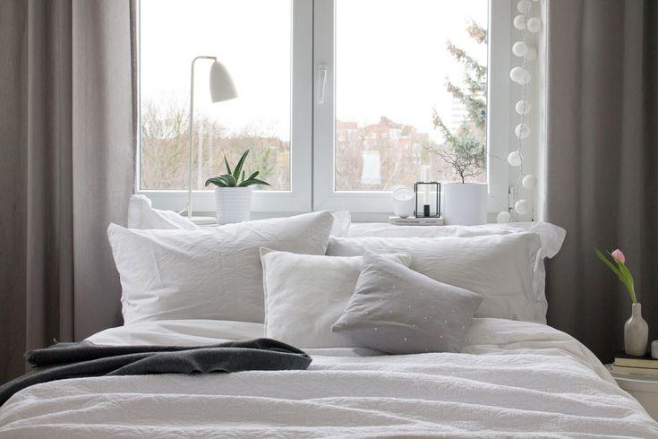 Die besten 25+ Fenster hinter dem Bett Ideen auf Pinterest - gardinen f rs schlafzimmer