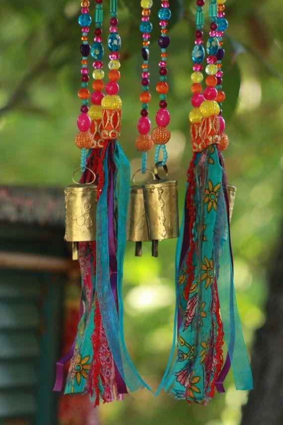 Türkis, Pink, Orange, gelb und lila Windspiele-Perlen Mobile-Glocke Perlen Dekor-Windspiele-einzigartige wind Chime-Outdoor-Garten Dekorationen-Suncatcher Glasperle Sonnenfänger Sonne Catcher-Sonne Glockenspiel-einzigartige dreamcatcher Ich mag den Klang der Glocken und funkelnde Kristallsteine anschauen Ich liebe Quasten und ich mache sie aus Recaiclld Kleider und Schals Eines Tages ich versehentlich eine Quaste an den gleichen Nagel Mobile Glocken hing und sah, daß es wunderbar zu…