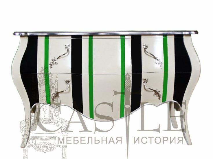 """Французский комод """"Бургун"""" выполнен из массива красного дерева. Изящный комод с традиционными для своего стиля фигурными ножками и контрастным рисунком в виде полос зеленого, черного и белого цветов. Для хранения предусмотрены два вместительных ящика. Этот яркий французский комод отлично впишется в интерьер спальни или гостиной в современном или винтажном стиле."""