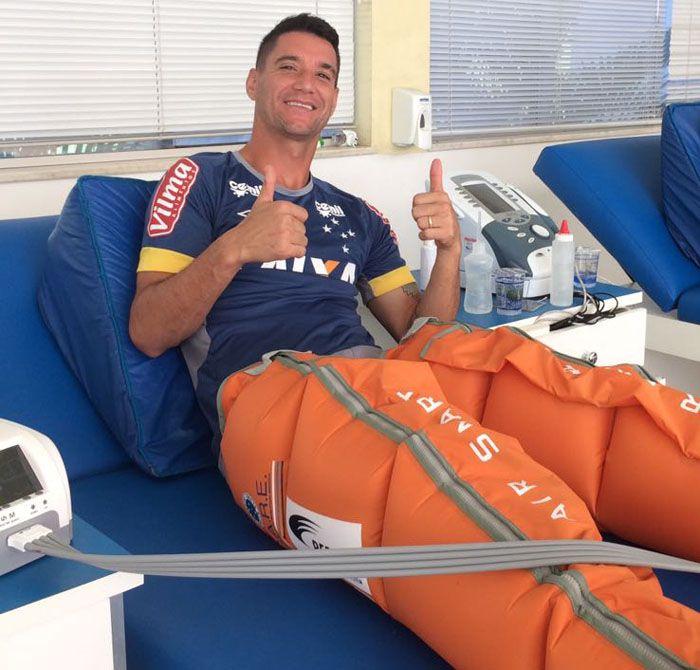 Exame descarta lesão no joelho de Thiago Neves - http://www.90goals.com.br/exame-descarta-lesao-no-joelho-de-thiago-neves