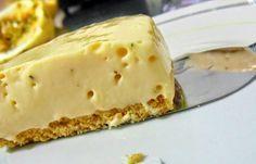 A Torta Mousse de Maracujá é fácil de fazer, econômica e deliciosa. Faça para a sobremesa dos seus familiares e convidados e arrase! Veja Também:Torta de