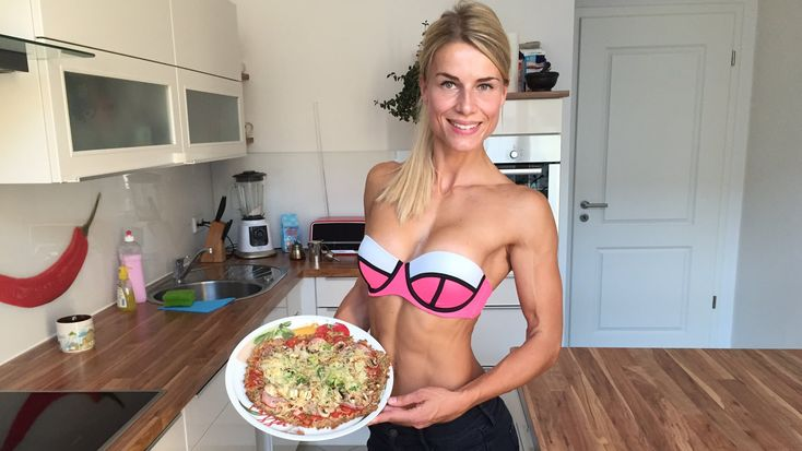 "Low Carb High Protein Pizza - ""Thunfischboden-Pizza à la Adrienne"""