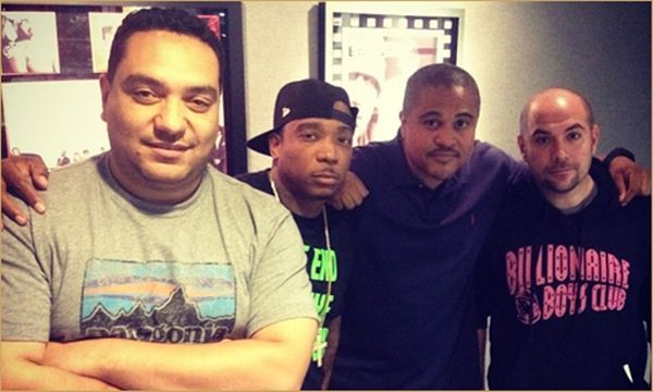 """Ja Rule & Irv Gotti Meet Juan Epstein- http://getmybuzzup.com/wp-content/uploads/2013/10/jarule-irvgotti-juanepstein-top.jpg- http://getmybuzzup.com/ja-rule-irv-gotti-meet-juan-epstein/-  Ja Rule & Irv Gotti Meet Juan Epstein ByAmber B Ja and Irvlinked up with Rosenberg and Cipha to talk, well, everything: from Irv's history (some folks still don't know that he was instrumental in Jay-Z's early success, even producing """"Can I Live""""), to Murder Inc's rise an"""
