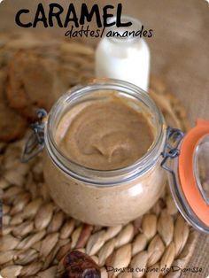 Pour les mordus de dattes et les becs sucrés, recette simplissime de caramel/pâte à tartiner à base de dattes Medjool et amandes entières.