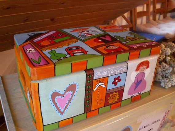 malovana drevena krabička