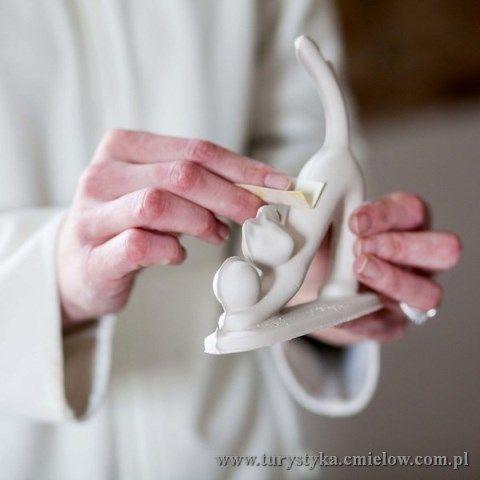 Żywe Muzeum Porcelany - czyszczenie figurki