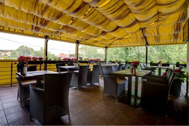 grill terrace @Hotel_Lajta_Park Adress: 9200 Mosonmagyaróvár Vízpart utca 6 www.hotellajtapark.hu info@hotellajtapark.hu