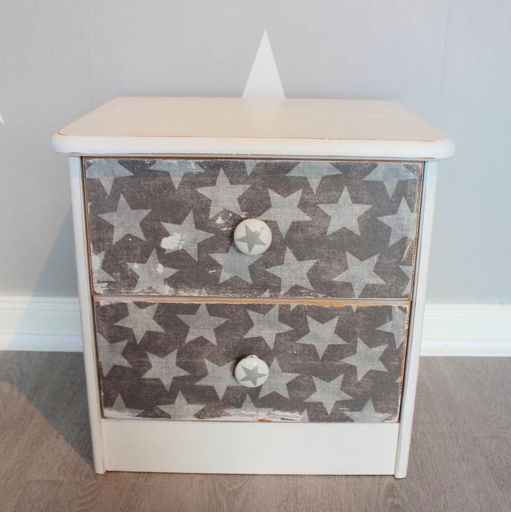 17 parasta ideaa nachttisch wei pinterestiss nachttisch ikea modern retro ja vase wei. Black Bedroom Furniture Sets. Home Design Ideas