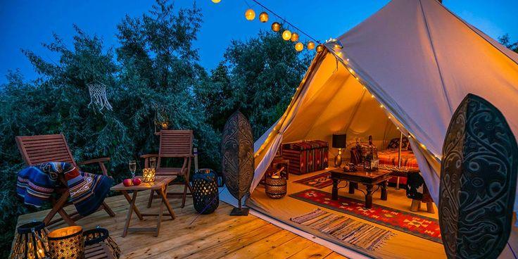 Aunque ahora mismo no podamos ir de viaje, seguro que pronto podremos, por lo que es una buena idea ir... What Is Glamping, Go Glamping, Camping Pod, Tent Camping, Bungalows, Camping Con Glamour, North Shore Beaches, Camping Supplies, Luxury Holidays