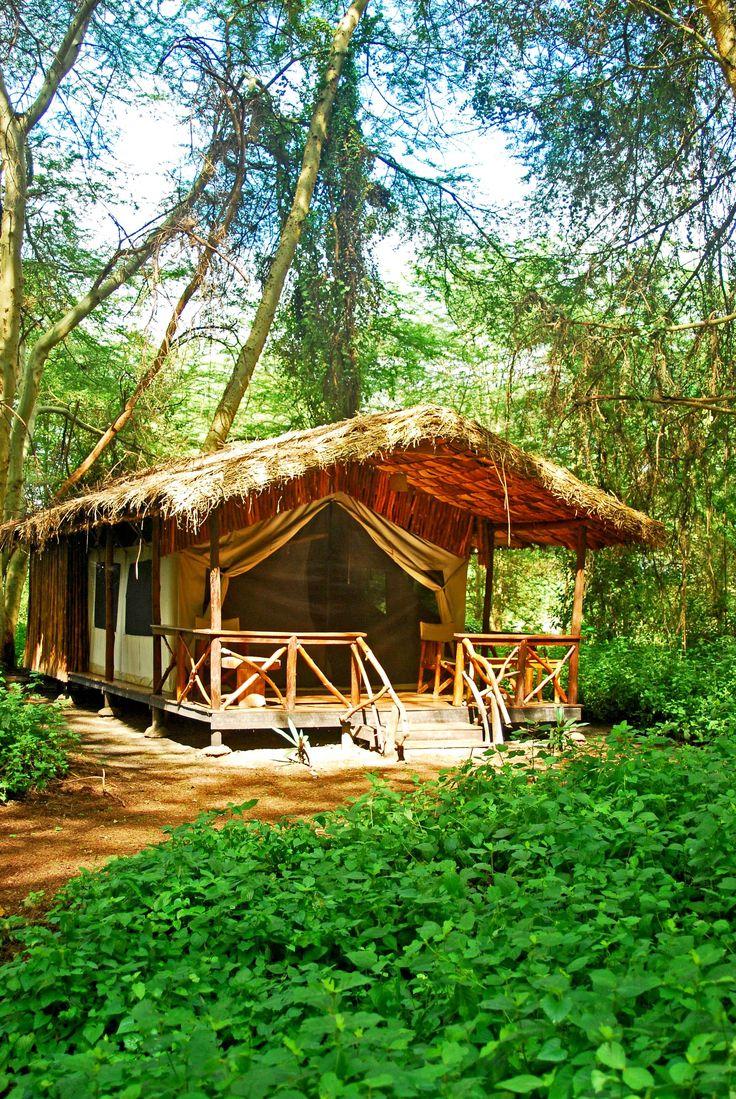 Tansania, Safari – Auch rustikal kann sehr romantisch sein! Tansania bietet euch das ganze Spektrum für eine außergewöhnliche Hochzeitsreise.