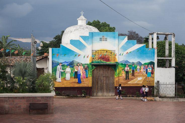Vue sur la place principale de Perquín, petite ville de montagne au nord-est du Salvador