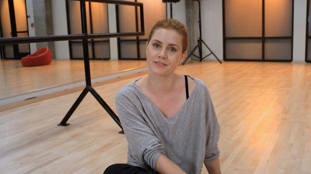 Видео с Эми Адамс: американская актриса и певица отвечает на вопросы Vogue о работе, семье, жизни, предпочтениях.