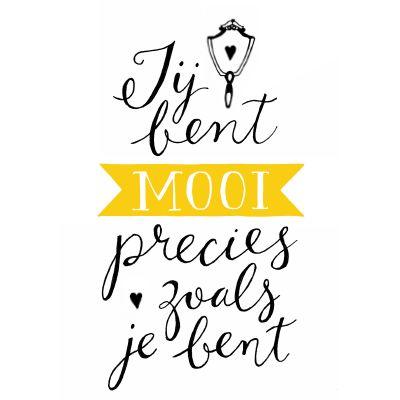 Handgetekende ansichtkaart met de illustratie'Jij bent mooi precies zoals je bent' VrolijkFabriek.nl