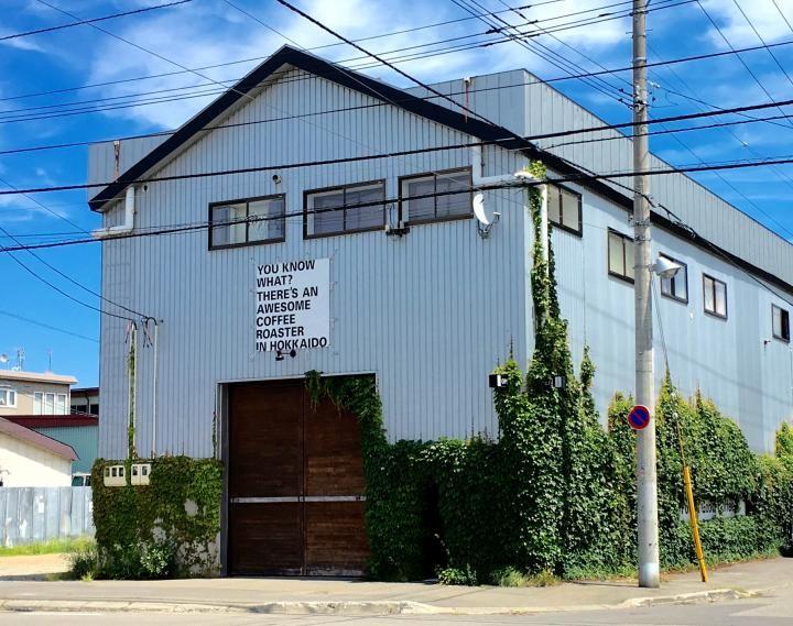 """北海道のコーヒーといえば、今年で創業20周年となる""""森彦""""。 その系列4号店が、今年で5年目を迎えたカフェ「Plantation (プランテーション)」です。ボイラー工場をリノベーションしたハイセンスな空間の中、豊かなアロマが香る店内で、おいしいコーヒーと食事が楽しめます。"""