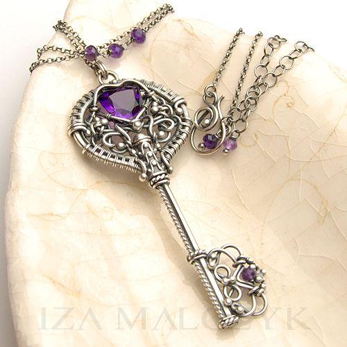 Perpetua - naszyjnik z wisiorem w kształcie klucza Biżuteria Wisiory Iza Malczyk    This one is a custom order.