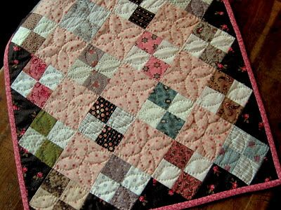 Am loving mini quilts.: Minis Quilts, Miniature Quilts, Fabrics Patterns, Patches Quilts, Sewing Circles, Miniatures Quilts, Small Quilts, Dolls Quilts, The Civil War