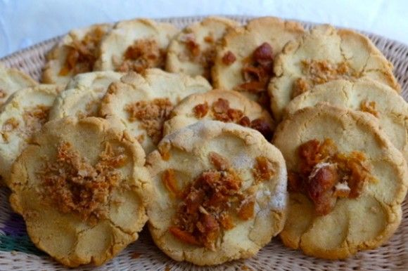 Corn Masa Cookies Sweeten Nicaraguan Life | Rosquillas are an explosion of Mesoamerica in your mouth that starts in a remote mountain village in Nicaragua. I am visiting my daughter, Gabriella, in the campo, studying Spanish while decompressing from life in America; leaving behind computer, cellphone and running water, and breathing sweet mountain air. El Lagartillo is a sparse farming settlement on […]