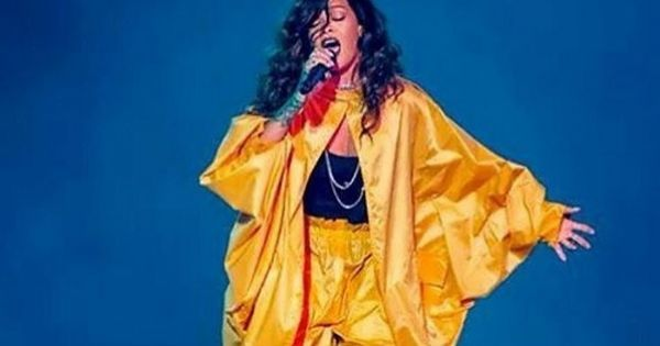 27 de setembro de 2015: Roupa que Rihanna usou no Rock in Rio é alvo de gozo na internet (Move) Com: Rihanna e Francisco I