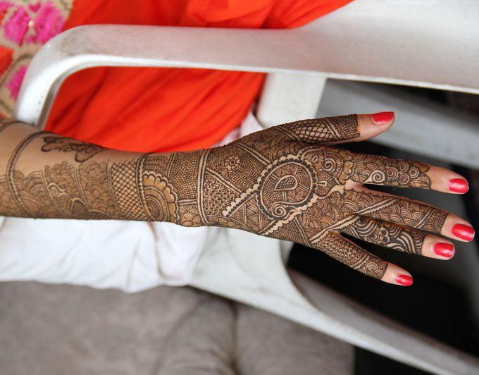 Mehak's gorgeous bridal mehendi - so neat and pretty! via @peachesnblush