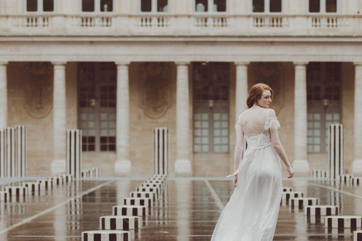 Paris is always a good idea - for a wedding. Shot at Palais Royal. Photo: Martina Zancan - Destination wedding photographer - La Boutique de la Luz