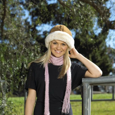 Round Hat An all-time favourite round hat offers light weight, all day protection, it is made of soft, Australian Merino Lambskins with a suede exterior and a lovely turn-up cuff.