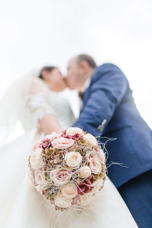 Brautpaar Fotoshooting Braut und Bräutigam Hochzeitsfotos, Hochzeit im Schloss Grafenegg, Niederösterreich