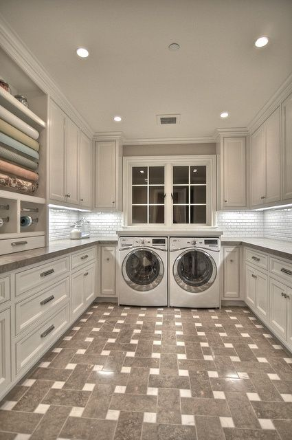 I would actually want to do the laundary if I had a room like this!