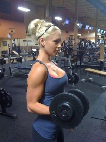 hot girls lifting weights