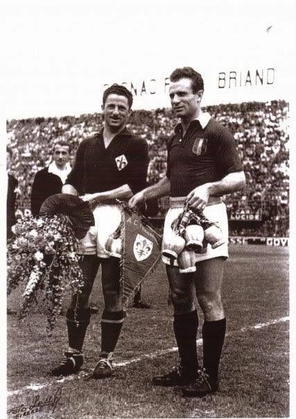 Valentino Mazzola con il capitano della Fiorentina