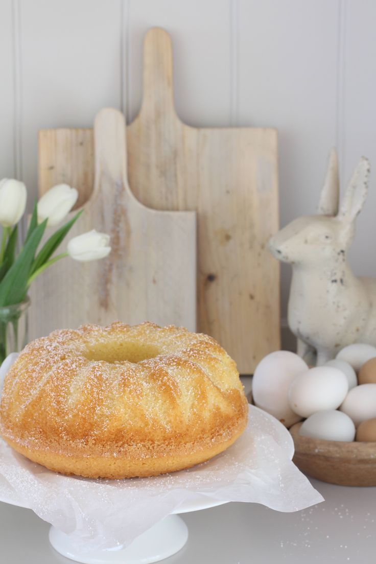 Eierlikoerpuffer zu Ostern Für 18 kleine oder einen Gugelhupf: 250ml Eierlikör 250ml Mazola-Keimöl 250g (einPaket) Puderzucker 125g Mehl 125g Maizena (auf der Mehlskala abmessen) 4 Eier 1 Paket Backpulver 1 Paket Vanillezucker So geht's: Eier, Öl und Puderzucker in einer Schüssel cremig rühren. Die restlichen Zutaten untermischen. Teig in eine gefettete Backform gießen. Nicht wundern: der Teig ist sehr flüssig. Das ist richtig so. Im vorgeheizt...