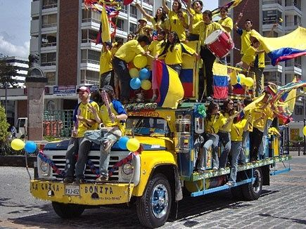 Chiva Colombiana - Transporte turístico. Unidad Especializada en Ortopedia y Traumatologia www.unidadortopedia.com PBX: 6923370 Bogotá - Colombia