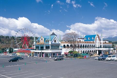 Okayama Hiruzen|岡山(おかやま) 蒜山(ひるぜん)|蒜山高原しゃくなげ祭り ひるぜんこうげんしゃくなげまつり 約15,000株が咲き誇る景観は見ごたえ十分   ヒルゼン高原センター・ジョイフルパーク(真庭市) ジョイフルパーク内に整備された遊歩道の「高原さんぽみち」を中心として約100種類、1万5千株ものしゃくなげが見事に咲き乱れます。 イベント期間中には、各種ステージや写真コンテストなども開催予定です。
