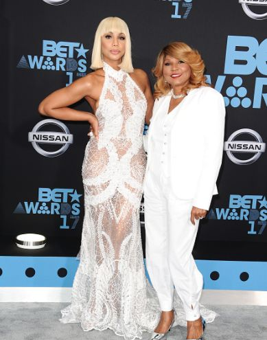 Black #Cosmopolitan Red Carpet Arrivals: BET Awards 2017 [#BETAwards] - BlkCosmo.com   #AfricanAmericanCulture, #BET, #BettingInPoker, #TelevisionInTheUnitedStates        The stars shine for Urban music's biggest calendar night – the 2017 BET Awards!  Hosted by comedienne Leslie Jones, the show airs live tonight from Los Angeles' Microsoft Theater.  See and sound off on the fashion hits and misses of the industry's biggest stars as they arrive to the...   Read