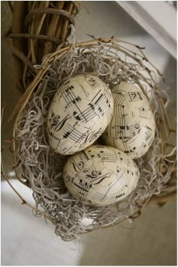 Oeufs de #Paques, Clever Easter project. What to do with old sheet music. (and old plastic eggs!)