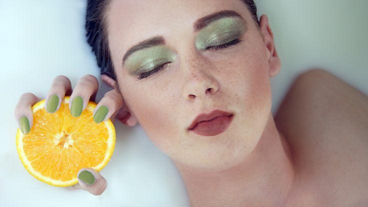 Фотограф Катарина Винниченко, модель Анастасия Куксова: фотосессия в молоке, фото в ванной, апельсин, клеопатра, девушка, идеи фото, молоко