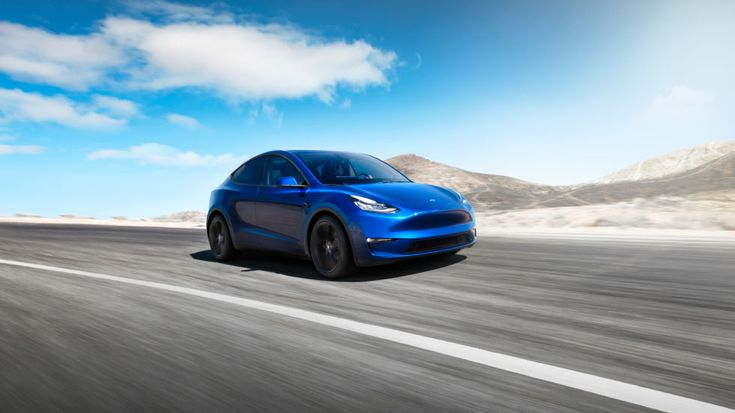 At a quick Los Angeles event, Tesla announces the 300-mile-range Model Y