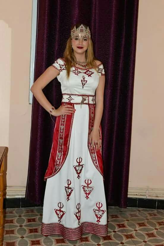 Robe kabyle Pain Maison, Tenue Kabyle, Robe Berbere, Bijoux Kabyle, Robe  Broderie