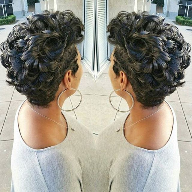 STYLIST FEATURE  Love the texture of this curly #pixiecut ✂️ styled by #ArlingtonTX stylist @Nikki_H_Stylist❤️ EVERYTHING #VoiceOfHair ✂️========================== Go to VoiceOfHair.com ========================= Find hairstyles and hair tips! =========================