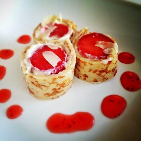 Dessert: Pannenkoeken Sushi's met aardbeien!