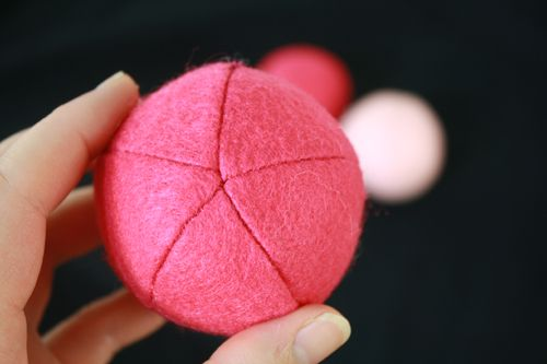 How to make a felt sphere. Complete with downloadable pattern.