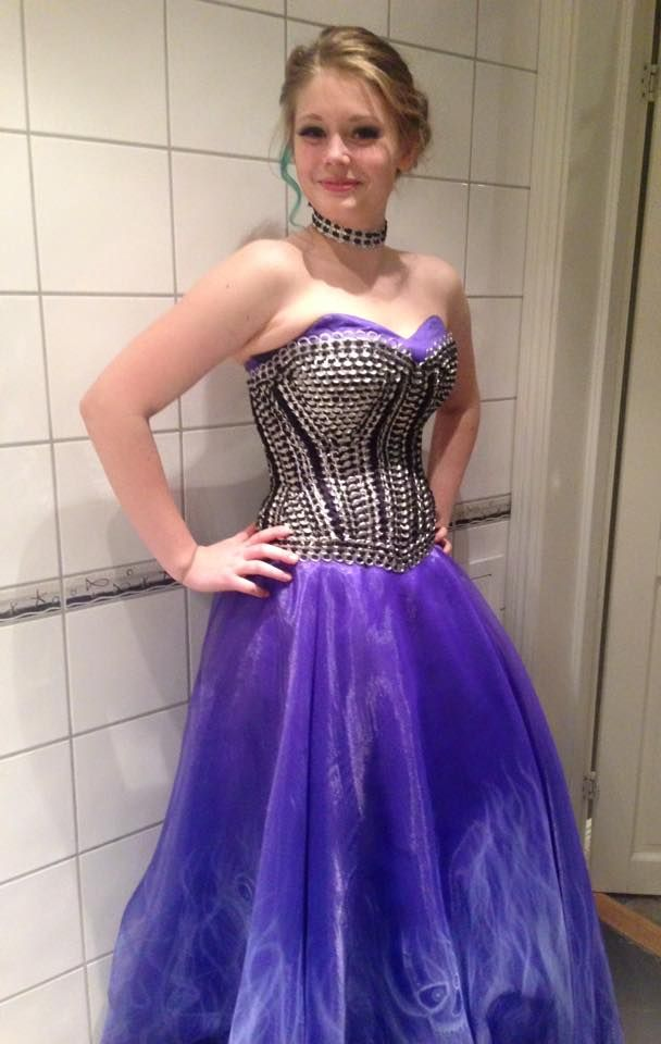 DIY airbrush, Ballgown, prom dress, with tabistry corsett. soda can tab