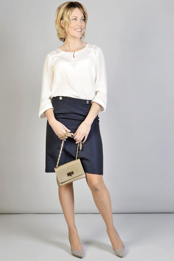 """ANTONELLE TOP SOIE MANCHE 3/4 AVEC DENTELLE Réf :  17TO1877 Ce top fluide en soie à l'encolure danseuse et manches 3/4 est plein de féminité. Ses empiècement en dentelle lui donne une allure furieusement tendance et féminine. A porter aussi bien avec un jean pour un look moderne qu'avec une jupe pour une occasion plus """"habillée"""".#Antonelleparis  #clothing #top #blanc   #lookoftheday #fashion   #womenswear #trendalert  #ss17"""