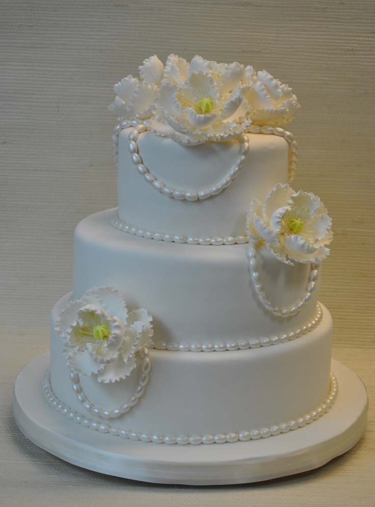 wedding cake ideas fondant 24 best images about white wedding cakes and favors on 22909
