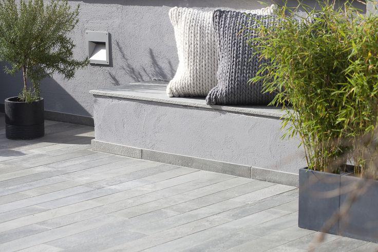 Terrasse i 20 cm brede fliser av lys Oppdalsskifer fra Minera