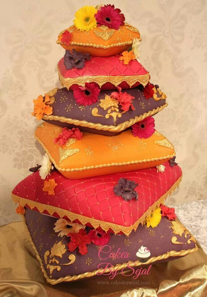 cushion wedding cake 20 best pillow cake images on pillow cakes 13193