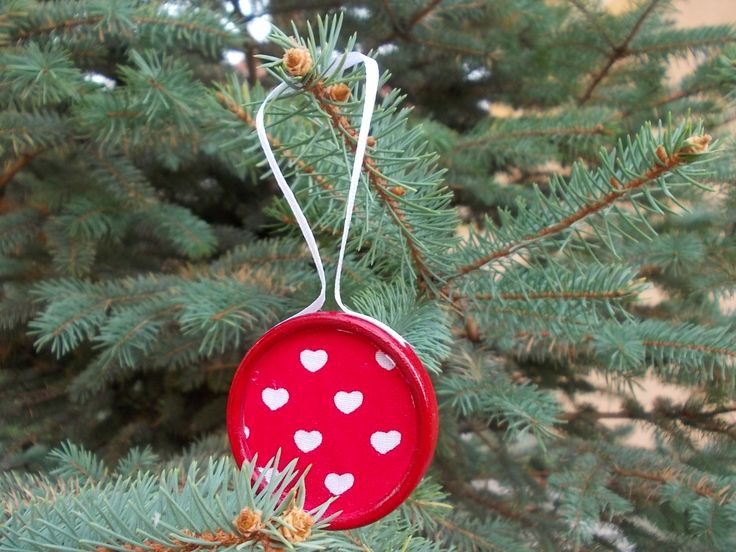 Christmas decoration – REd and white wooden and textile decoration with heart pattern