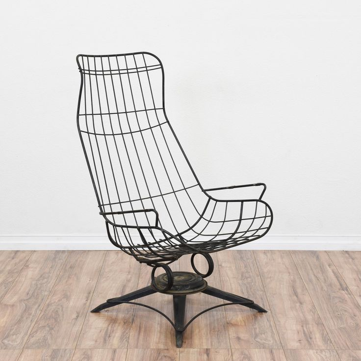This mid century modern wireframe chair is featured in a durable metal with a black finish. This Homecrest style chair is in great condition with a tall curved back, swivel base and unique design. Perfect for an outdoor patio or porch! #midcenturymodern #chairs #chair #sandiegovintage #vintagefurniture